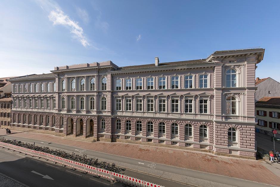 http://www.architekturzeitung.com/azbilder/2018/1810/keimfarben-clavius-gymnasium-01.jpg