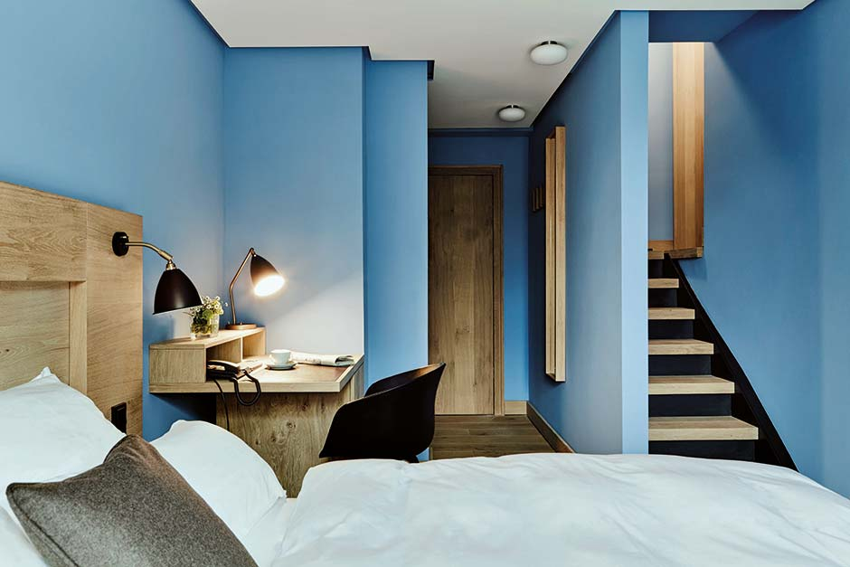 corbusier farben im hamburger hotel wedina. Black Bedroom Furniture Sets. Home Design Ideas