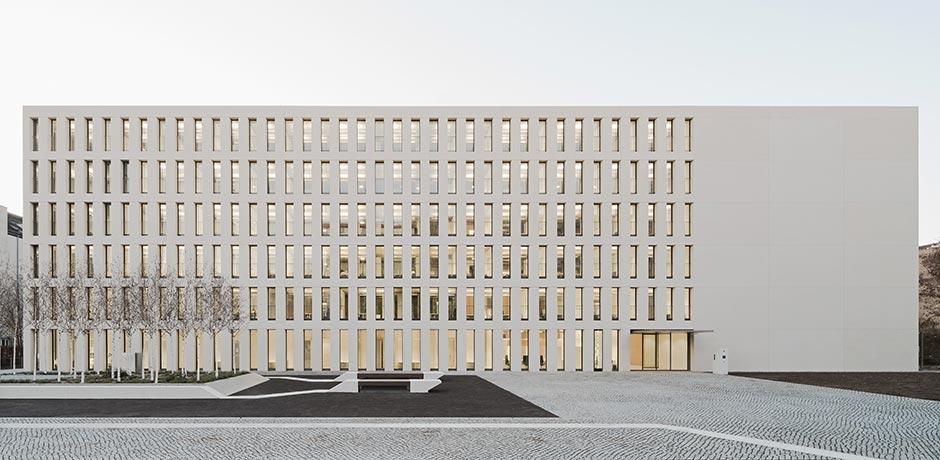 Neubau des Finanzamtes Karlsruhe-Stadt von Wittfoht Architekten
